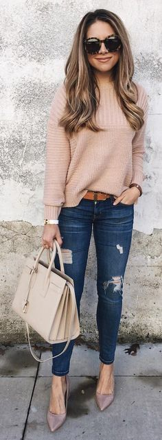 #winter #fashion / Tan Knit / Ripped Skinny Jeans / Grey Pumps / Light Leather Tote Bag