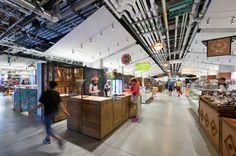 """Construido en 2015 en Boston, Estados Unidos. Imagenes por Chuck Choi . Excelencia de diseño  El diseño del primer mercado público en el país que ofrece comida local y sostenible refleja el triunfo del """"place-making"""" y la..."""