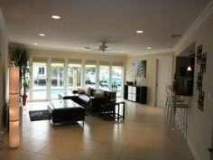 Iguana House at Pompano Beach with ITS own Private pool and dockage, this Miami Beach vacation Rental Home is just 2 minutes to the beach and has 3 bedrooms, sleeps 7