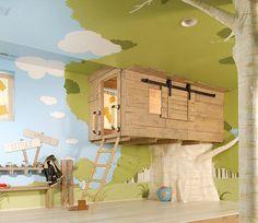 Questa casa sull'albero interna per i vostri bambini