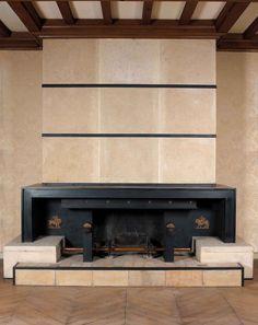 Paul dupré-lafon (1900-1971) spectaculaire cheminée moderniste, circa 1948. le manteau de la cheminée présente une large arcature géométriqu...