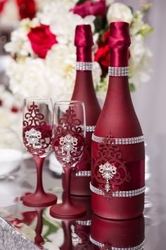 These beer flask handicrafts offer a large number of methods to reuse and re-invent this everyday merchandise. Wine Bottle Vases, Bottle Centerpieces, Glass Bottle Crafts, Painted Wine Bottles, Diy Bottle, Bottles And Jars, Glass Bottles, Wedding Wine Glasses, Wedding Champagne Flutes