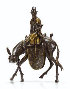 Brûle-parfum couvert en bronze partiellement doré Fin de la dynastie Ming A FIGURAL BRONZE PARTIALLY GILT CENSER AND COVER, LATE MING DYNASTY Estimate 6,000 — 8,000 EUR