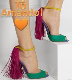 Tô Amando - Sandália de Franjas Louboutin