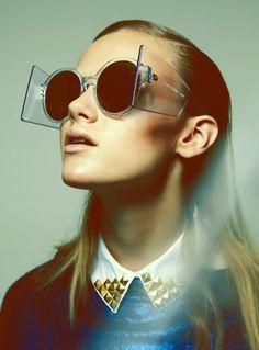 Laura Kargulewicz - Future - Qvest, 2012  Christoph Wohlfahrt  www.christophwohlfahrt.com  via qvest.de    for #composition #motion #light