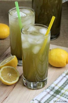 This Matcha Green Tea Lemonade is both refreshing and energizing. If you have never heard of matcha before it is high quality green tea leaves which have been ground into a fine powder. Green tea in this form maximizes the beneficial healthful effects o Juice Smoothie, Smoothie Drinks, Yummy Drinks, Healthy Drinks, Smothie, Green Tea Lemonade, Green Tea Recipes, Keto Drink, Green Tea Powder