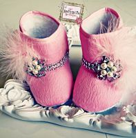 Pink Glam Diva baby crib boot . Baby Girl soft sole booties,Girl boo♥♥♥ts with feathers and rhinestones