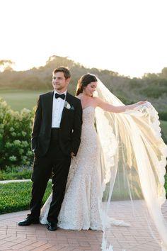 Acertar no véu de noiva muitas vezes é uma tarefa difícil para muitas! Para você não ficar com dúvidas, veja 7 dicas para escolher um véu de noiva arrasador