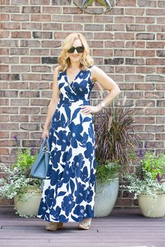Navy Floral Maxi Dress Love - Kathrine Eldridge, Wardrobe Stylist Navy Floral Maxi Dress, Elegant Maxi Dress, Summer Maxi, Summer Outfits, Summer Dresses, Tie Dye Dress, Dress Sandals, Wrap Style, Navy And White