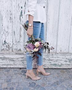 Casual-Chic im Herbst – Blazer, Bluse, Jeans und ein Bund Blumen - daisies and glitter - Lifestyle & Fashion Blog aus Österreich
