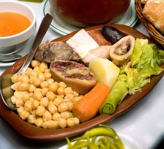 The best Spanish Food: one of the most representative dishes of Madrid cuisine, cocido is a combination of meat and legumes very good for winter. Learn how to make Cocido Madrileno. Spanish Stew, Spanish Cuisine, Spanish Dishes, Spanish Food, Wine Recipes, Mexican Food Recipes, Soup Recipes, Ethnic Recipes, My Favorite Food