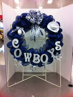 Discover recipes, home ideas, style inspiration and other ideas to try. Football Team Wreaths, Baseball Wreaths, Football Crafts, Sports Wreaths, Football Decor, Dallas Cowboys Crafts, Dallas Cowboys Wreath, Dallas Cowboys Party, Cowboys Football