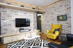 Amenajări reușite se pot realiza și în spații mici. O dovedește apartamentul interbelic din București, transformat de arhitectul Mihail Neagu într-un cămin cosy și tineresc. … Flat Screen, Interior Design, Journals, Blood Plasma, Nest Design, Home Interior Design, Interior Designing, Flatscreen, Home Decor
