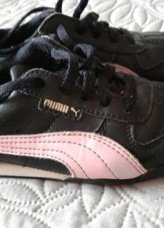 À vendre sur #vintedfrance ! http://www.vinted.fr/mode-enfants/filles-chaussures/21472444-baskets-puma-noires-et-rose