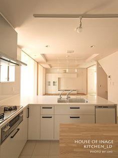 アイランドキッチンの景_実例写真@稲毛の家 | いいひブログ - いいひ住まいの設計舎 Japanese House, Kitchen Interior, Kitchen Storage, Kitchen Cabinets, Simple, Modern, Home Decor, Kitchen Small, Kitchens