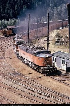 Train Car, Train Tracks, Railroad Pictures, Milwaukee Road, Bonde, Railroad Photography, Electric Train, Old Trains, Train Pictures