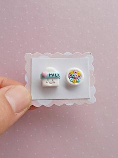 Milk and cereal earrings - Food Earrings - Kawaii Earrings - Mismatch Earrings - Kawaii Stud Earring Cute Polymer Clay, Cute Clay, Polymer Clay Miniatures, Fimo Clay, Polymer Clay Projects, Polymer Clay Charms, Ceramic Clay, Polymer Clay Earrings, Clay Crafts