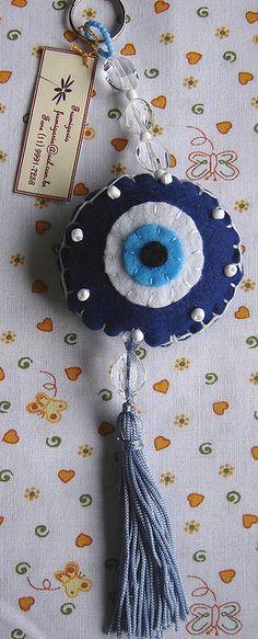 Chaveiro Olho Grego | Flickr – Compartilhamento de fotos! Felt Diy, Felt Crafts, Diy And Crafts, Arts And Crafts, Bag Patterns To Sew, Knitting Patterns, Evil Eye Art, Penny Rugs, String Art
