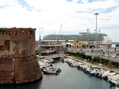 Free tips for Florence cruisers: Livorno isn't a typical touristy port, it's just a gateway to Florence and Pisa. Learn how to get out of it!