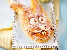 Hefe-Osterhase Hoppy Easter, Easter Food, Sweets Cake, Easter Recipes, Something Sweet, Bread Recipes, Food And Drink, Baking