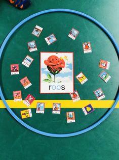 Vorige week kwam ik weer een geweldig idee tegen op de facebookpagina van Doevrijdag! Ik ben gek op de inspiratie die ik daarvan krijg. Het is zo praktisch en Outdoor Learning, Reggio Emilia, Preschool Worksheets, Scandal Abc, Teaching Tools, Personal Branding, First Grade, Toddler Activities, Spelling
