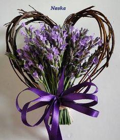 Heart Wreath - The little thins - Event planning, Personal celebration, Hosting occasions Lavender Crafts, Lavender Wreath, Diy Spring Wreath, Diy Wreath, Valentine Wreath, Valentine Decorations, Valentines, Beautiful Flower Arrangements, Floral Arrangements