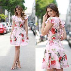 Este posibil ca imaginea să conţină: 2 persoane Cotton Dresses, Cute Dresses, Casual Dresses, Fashion Dresses, Short Sleeve Dresses, Formal Dresses, Lady Like, Summer Outfits, Girl Outfits