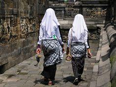 Bezoek de Borobudur bij voorkeur in de ochtend om de grootste drukte te vermijden en voor het beste licht om te fotograferen.