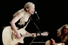 Primeira noite da This is War Tour: se apresenta no YMCA Boulton Center for the Performing Arts / First night of This is War Tour: Emily Kinney performs at the YMCA Boulton Center for the Performing Arts Emily Kinney, Performing Arts, First Night, Norman, War, Concert, Characters, Concerts