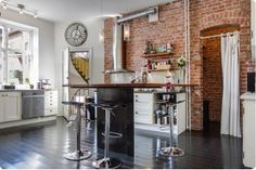 Exposed brick in the kitchen 2 Furniture, House Design, Room Design, Brick Kitchen, Living Spaces, Exposed Brick, House Rooms, Home Decor, Kitchen