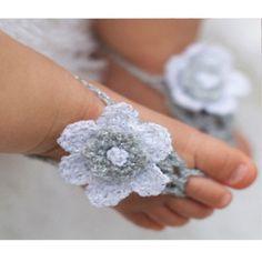 Sandalias de tira de crochet para bebes con flor