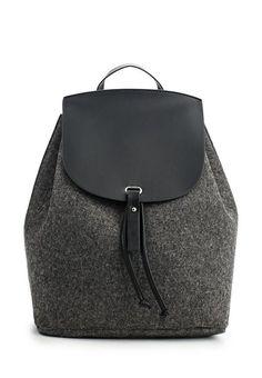 Choosing The Perfect Handbag That's Suitable For All Season Choosing The Perfect Handbag That's Suitable For All Season Look Fashion, Fashion Bags, Felt Purse, Felt Bags, Leather Backpack, Leather Bag, Sacs Design, Diy Handbag, Art Bag
