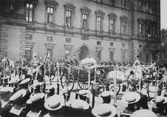 Queen Victoria leaving Buckingham Palace for Westminster Abbey, 1887