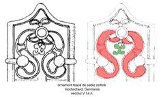 Dragonii, reprezentaţi stilizat, sunt afrontaţi sub forma lirei zoomorfe față de simbolul bucraniului.