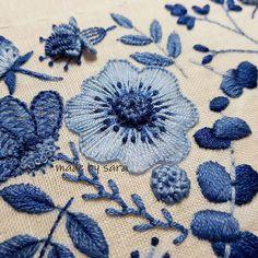 #embroiderydesign #embroideryhoop #stumpwork #stitch #handmade #dmc #blue #summer #needleart #howlovely #프랑스자수 #손자수 #여름자수 #입체자수 #꽃자수 #스티치