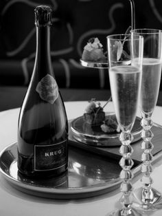 Krug Champagne, Champagne Taste, Glass Of Champagne, Champagne Cocktail, Champagne Glasses, Sparkling Wine, Glace Fruit, Wine Time, Gin And Tonic