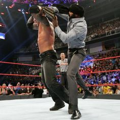 1 contender Jinder Mahal appears and strikes Orton with the stolen WWE Championship. Jinder Mahal, Bray Wyatt, Wwe Pay Per View, Wwe Champions, Horror House, Randy Orton, Wwe News, Wwe Superstars, Wrestling