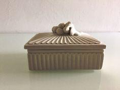 piccola scatola antica in porcellana di EclecticAtmosphere su Etsy