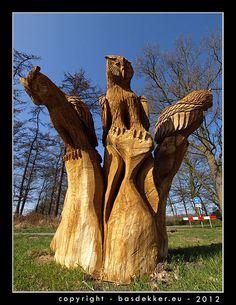 Houten uil kunstwerk gemaakt door Erik van der Leur. Wooden owl carving made by Erik van der Leur.