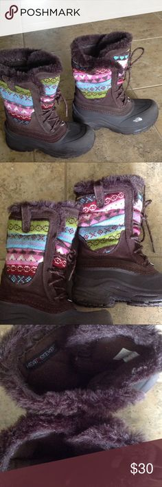 👱🏽‍♀️👧🏻👧🏾👧🏽👱🏻‍♀️Girls North Face Boots 👧🏽👱🏻‍♀️👧🏾👱🏽‍♀️The North Face Shellista Lace Boots. They are insulated with an alpine design knit. They are also water proof with a faux fur trim. They are in excellent condition. The North Face Shoes Boots