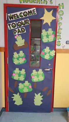 Door Decoration / Bulletin Board Kit – Frog Theme (Welcome to our Pad) - New Deko Sites Kindergarten Classroom Door, Frog Theme Classroom, Preschool Door, Infant Classroom, Classroom Decor, School Door Decorations, School Doors, Spring Door, Room Doors