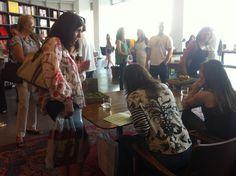 Evento na Livraria da Vila recebe muitos convidados.