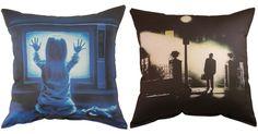 Horror cushions Funky Cushions, Horror Decor, Dangerous Minds, Horror Films, Where The Heart Is, Halloween Decorations, Halloween Ideas, Sweet Dreams, Scary
