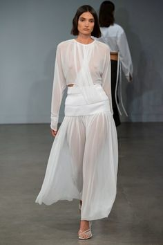 Christopher Esber Australia Resort 2020 Fashion Show Collection: See the complete Christopher Esber Australia Resort 2020 collection. Look 8 1940s Fashion, Fashion 2020, Runway Fashion, Fashion Trends, Women's Fashion, Winter Typ, Christopher Esber, Budget Fashion, Vogue Russia