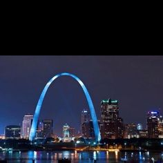 Saint Louis Tourist Places : St Louis Gateway Arch Museum Founded By The National Park Service In 1935 To Commemorate Thomas Jefferson's Vision Of A T… St Louis Gateway Arch, Saint Louis Arch, St Louis Skyline, St Louis Zoo, Plaza Hotel, Forest Park, Tourist Places, Modern Photography, Stay The Night