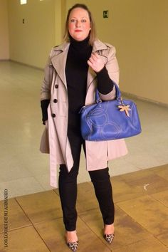 Trendy Curvy Look.TRENCH Y BOLSO PURIFICACION GARCIA #WeAreVioleta  #bolso #purificaciongarcia #jeansnegro #violetabymango #stilettospython #azul #trench #outfittallagrande #curvy #plussizecurve #personalshopper #curvygirl #loslooksdemiarmario #bloggermadrid #outfit #plussizeblogger #fashionblogger #influencer #trendy #bloggerXL