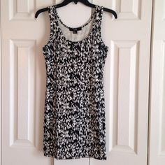 Abstract Animal Print Bodycon Dress Gently worn sexy bodycon dress. Can be worn during the day with sandals or out at night with great pumps! 💕 Forever 21 Dresses
