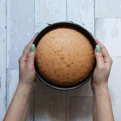 Warto wiedzieć jak upiec biszkopt i co sprawia, że biszkopt opada.Ciasto biszkoptowe to podstawa do tortów i wielu wymyślnych ciast. Przepis na biszkopt idealny.