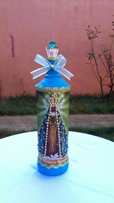 Evangelizando através da arte.Garrafa decorativa Nossa Senhora Aparecida.