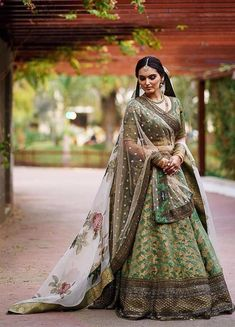 Looking for Bridal Lehenga for your wedding ? Dulhaniyaa curated the list of Best Bridal Wear Store with variety of Bridal Lehenga with their prices Indian Bridal Outfits, Bridal Dresses, Wedding Outfits, Indian Dresses, Party Dresses, Lehenga Color Combinations, Bollywood Lehenga, Green Lehenga, Designer Bridal Lehenga